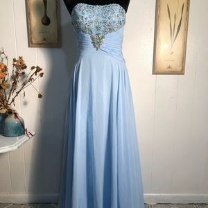 Beautiful baby blue ball gown size 6 formal dress
